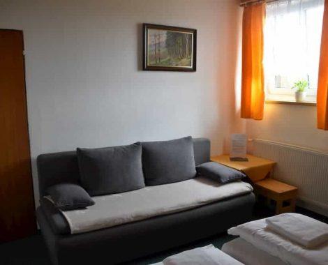 pokoj č.2 gauč